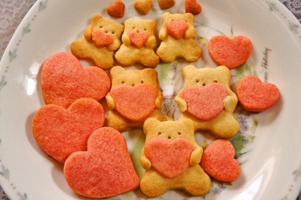 ハート抱っこクマさんのクッキー[キャラスイーツ・キャラケーキ]