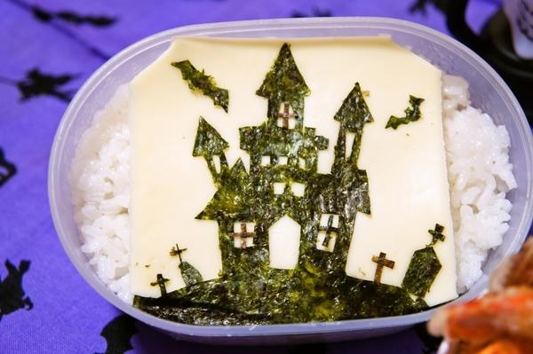 ハロウィン☆海苔切りde不気味な雰囲気のお城[キャラ弁・デコ弁]