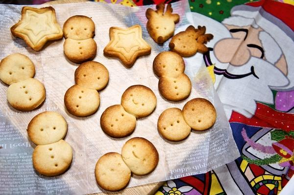 スキムミルクで作る!さくさく雪だるまクッキー♪[キャラスイーツ・キャラケーキ]