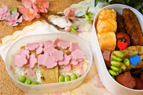 100円shopの型deギョニソの桜舞う満開弁当