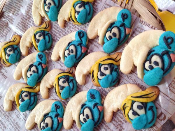スマーフとスマーフェットのクッキー[キャラスイーツ・キャラケーキ]