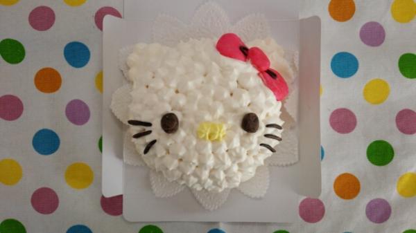キティちゃん立体キャラケーキ