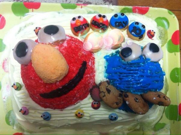 エルモとクッキーモンスターのアイスケーキ