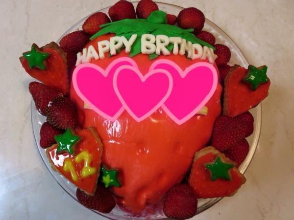 いちごの立体ケーキ