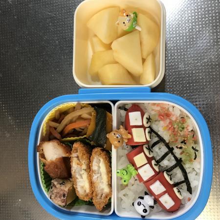赤い列車のお弁当